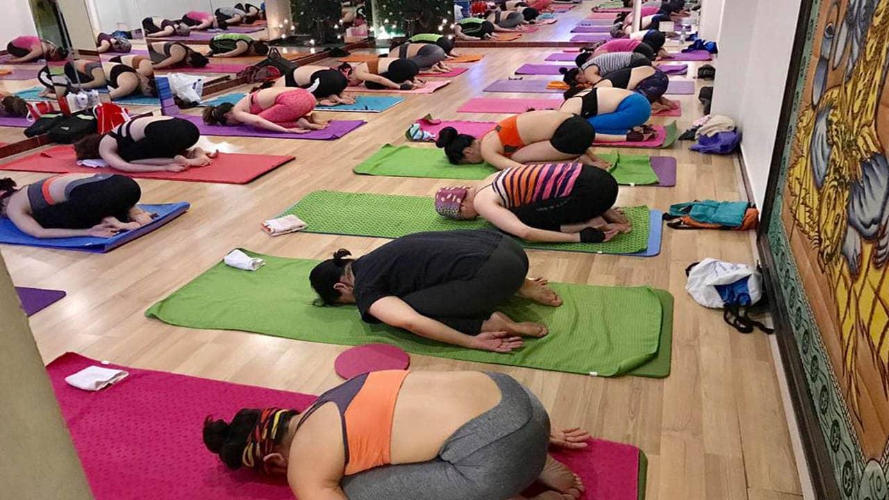 Lớp tập Yoga cơ bản của Victoria finess Nha Trang