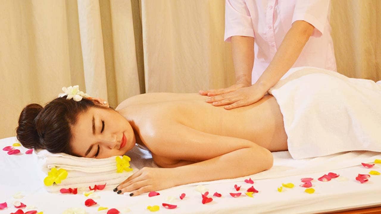 Bạn có thể kết hợp xông hơi với các kiểu massage đa dạng tại thẩm mỹ viện. Nguồn: Internet