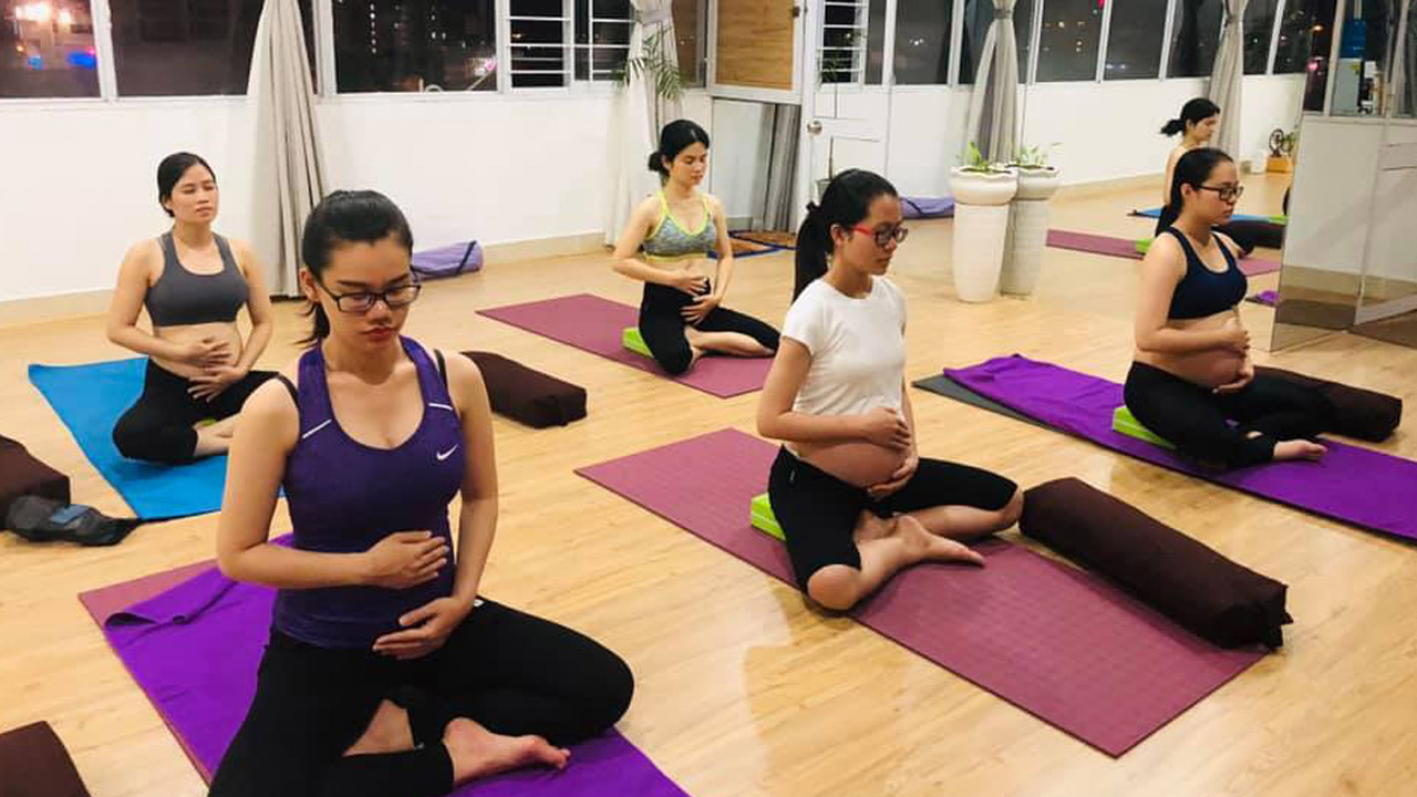 Lớp yoga dành cho bà bầu tại Yên & Beauty