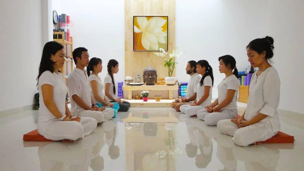 Lớp học thiền tại Yoga Shanti Nha Trang