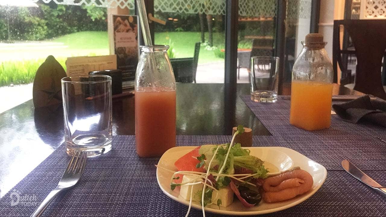 Bữa sáng đầu tiên của mình tại resort ahalong.com