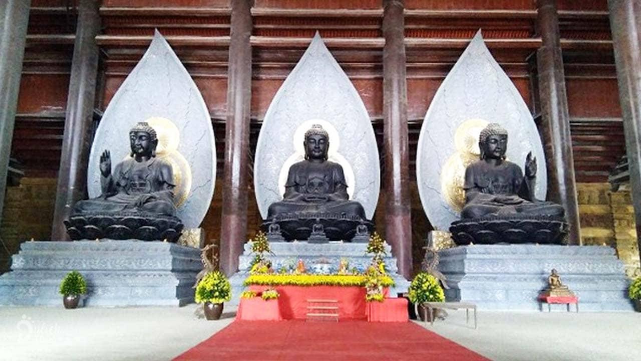 Điện Tam Thế ở chùa Tam Chúc với ba pho tượng Phật đẹp tráng lệ