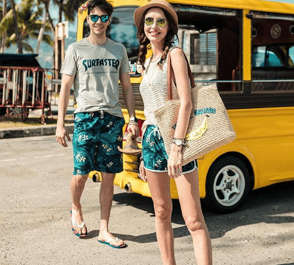 Cách mix đồ đi biển với áo phông + quần hoa luôn là item không thể thiếu trong số các trang phục đi biển của các cặp đôi. Đây là một cách mix đồ đơn giản và đẹp được nhiều cặp đôi lựa chọn