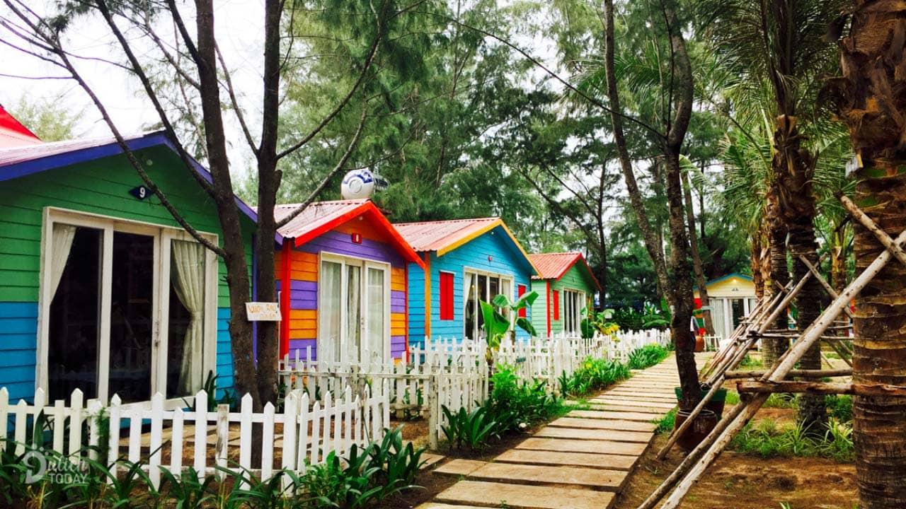 Những căn Beach Huts nhỏ xinh phù hợp cho nhóm 2-3 người đầy màu sắc