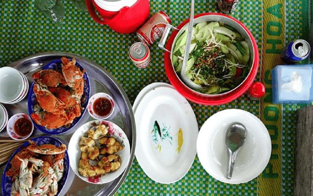 Ăn hải sản trên nhà nổi