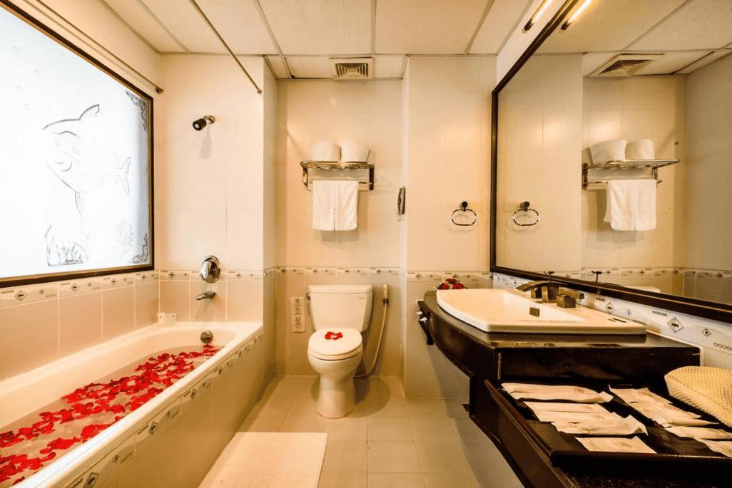 Phòng tắm tiện nghi và đầy đủ