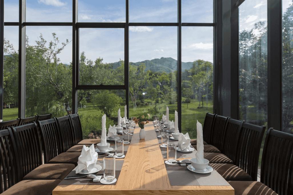 Nhà hàng phục các món ăn ngon của Việt Nam và phương Tây