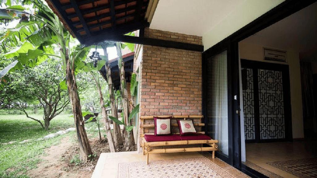 Đúng chuẩn không khí yên bình của vùng quê với cây chuối và cây ăn quả sau nhà