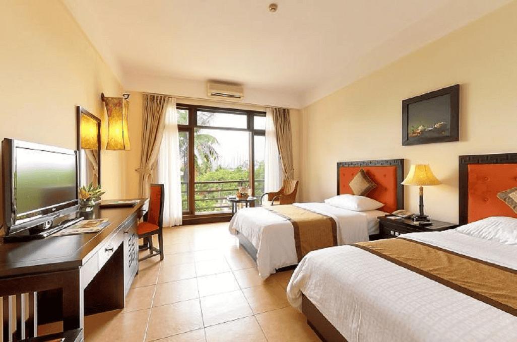 Ngắm khu vườn nhiệt đới xinh đẹp từ phòng riêng