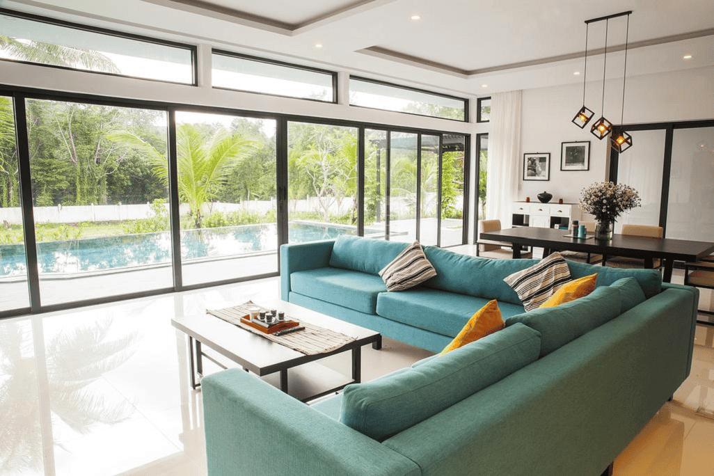 Nội thất được chọn theo tone màu xanh ngọc hiện đại, bày trí đơn giản - sang trọng