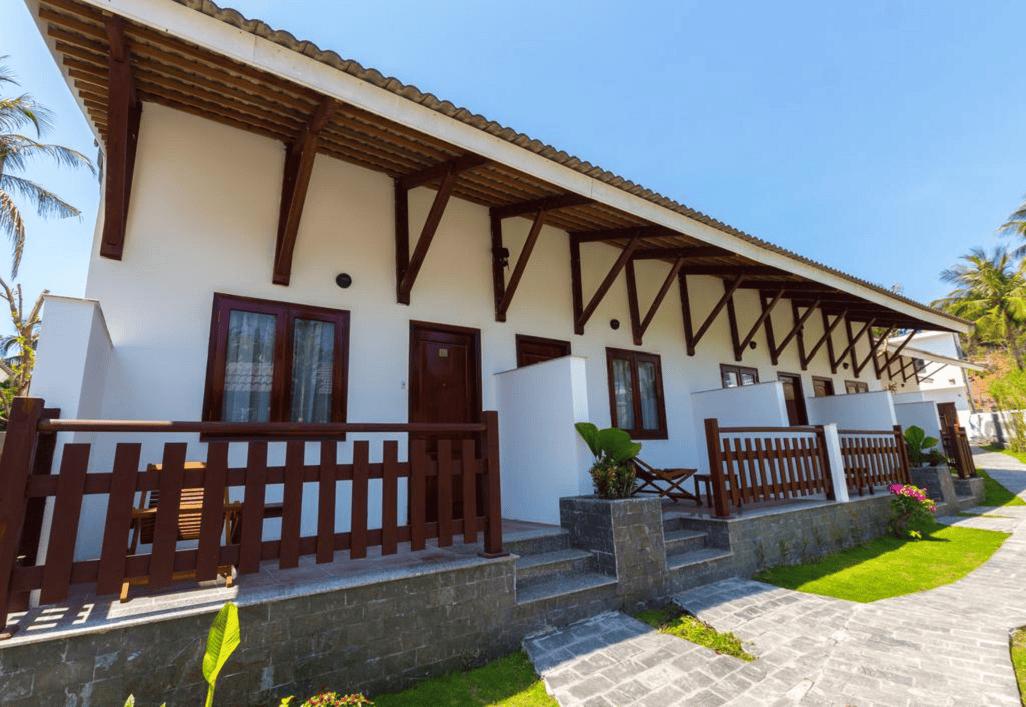 Phòng nghỉ được thiết kế đơn giản, sử dụng gỗ làm chất liệu trang trí chủ đạo