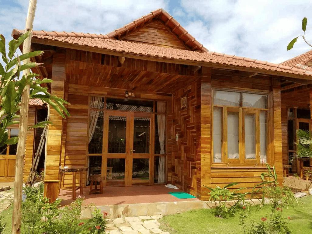 Biệt thự mini được xây dựng hoàn toàn bằng gỗ