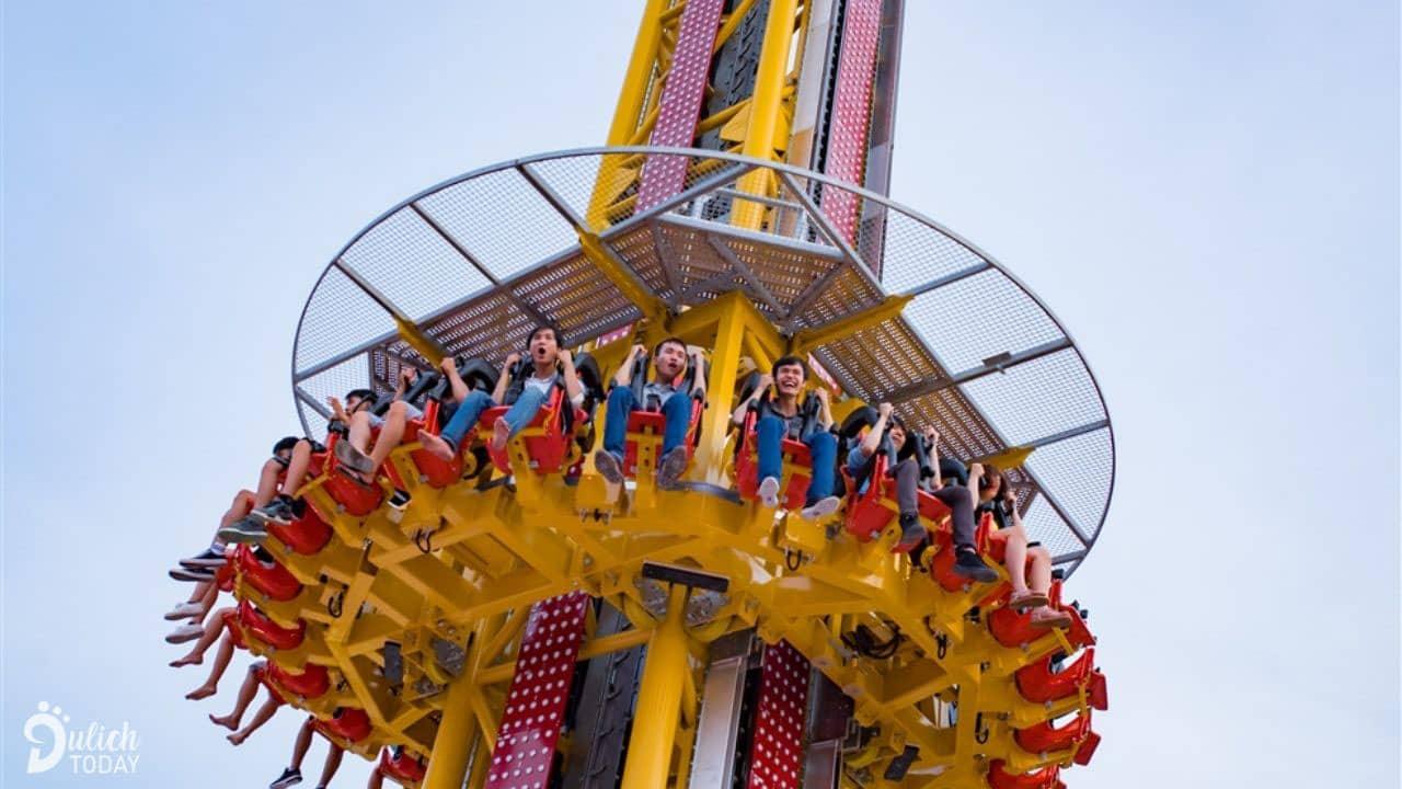 Golden Sky Tower là tháp rơi cao nhất tại Việt Nam với độ cao 50m. Nguồn: Internet