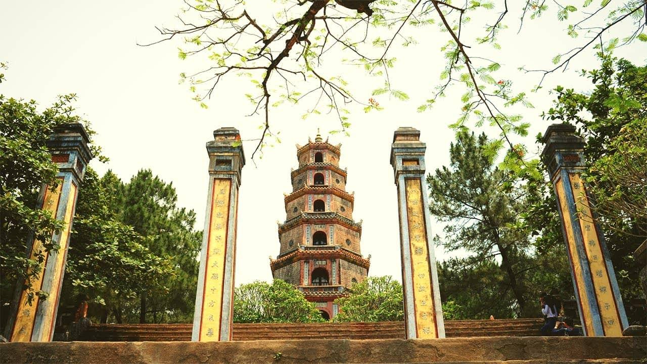 Chùa Thiên Mụ - chùa thiêng nhất xứ Kinh kỳ