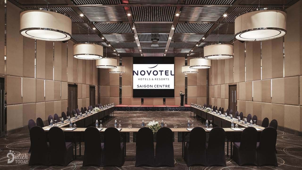 Khách sạn Novotel Saigon - địa điểm tổ chức sự kiện Sài Gòn với phòng sự kiện được trang bị thiết bị âm thanh ánh sáng hiện đại