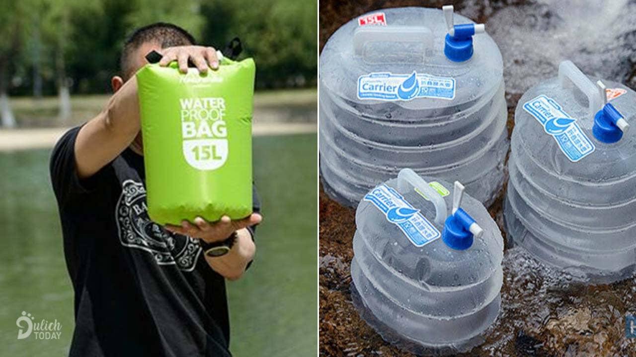 Bình nước dã ngoại bằng nhựa hoặc túi có vòi sạch sẽ, tiện lợi