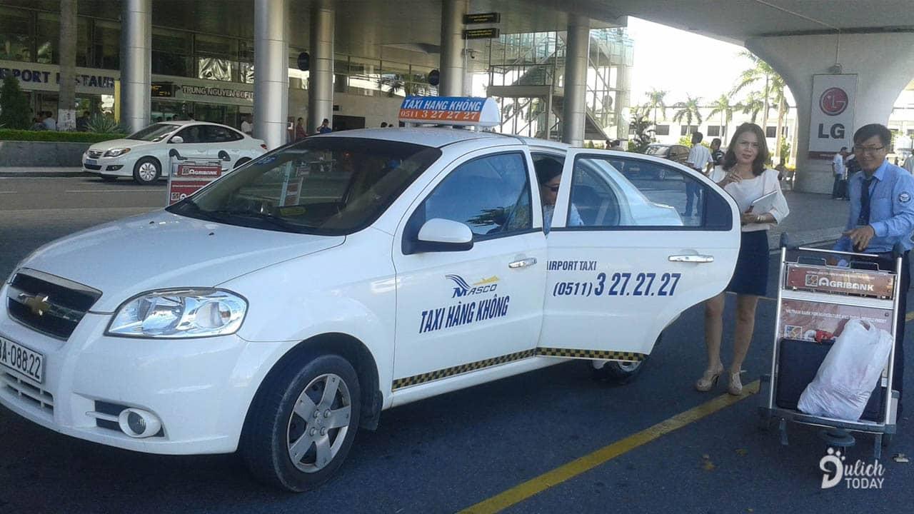 Đón taxi để về trực tiếp tới địa chỉ Halo homestay là cách dễ rất dành cho các du khách mới đến Đà Nẵng
