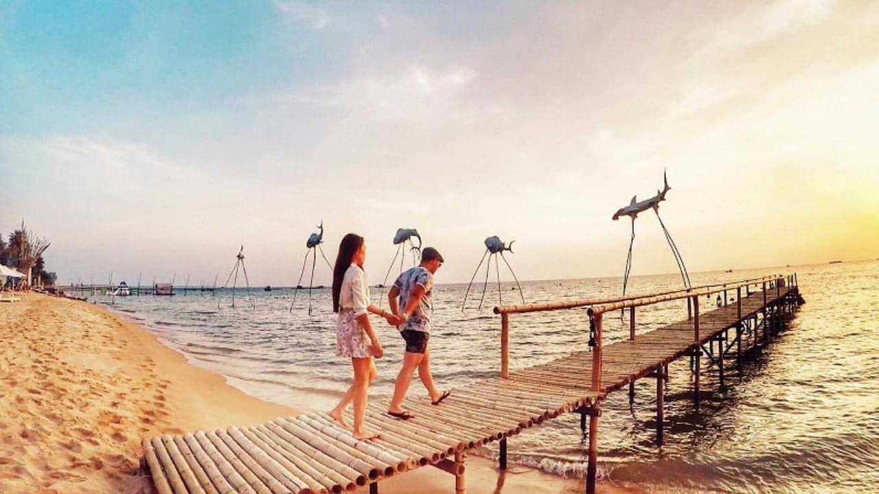 Đến với làng chài Hàm Ninh, du khách được hòa mình vào thiên nhiên cảnh sắc giản dị mà nên thơ