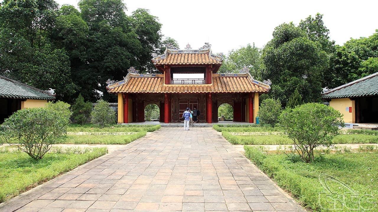 Lăng Gia Long - địa điểm du lịch Huế