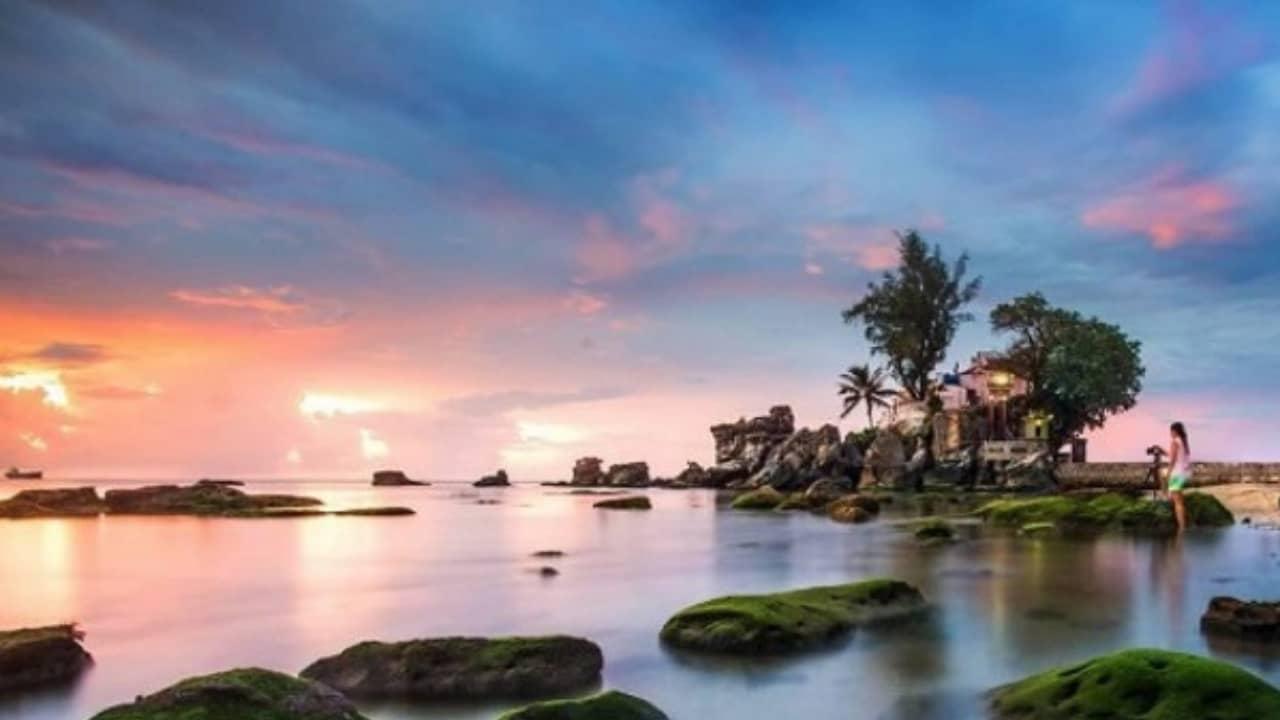 Dinh Cậu là một trong những điểm ngắm bình minh hoặc hoàng hôn đẹp nhất tại Phú Quốc