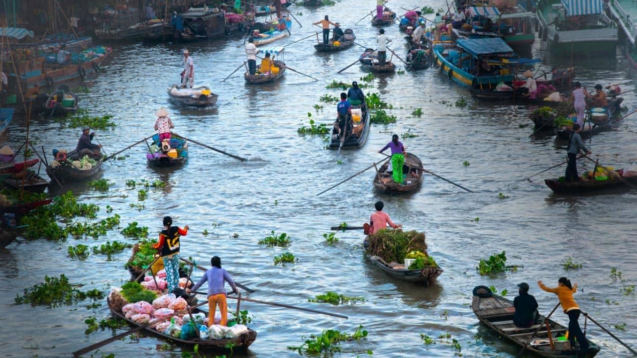 Chợ nổi tại Phá Tam Giang