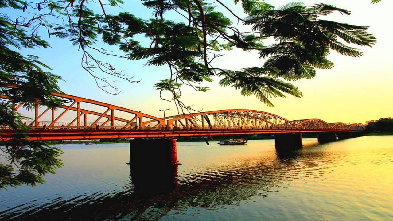 Cầu Tràng Tiền -biểu tượng của thành phố Huế