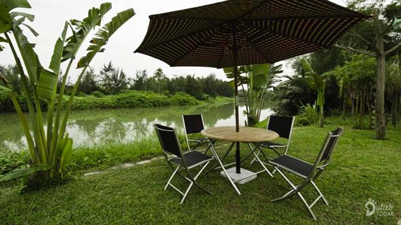 Tận hưởng cảm giác an lành và gần gũi với thiên nhiên bên bờ sông
