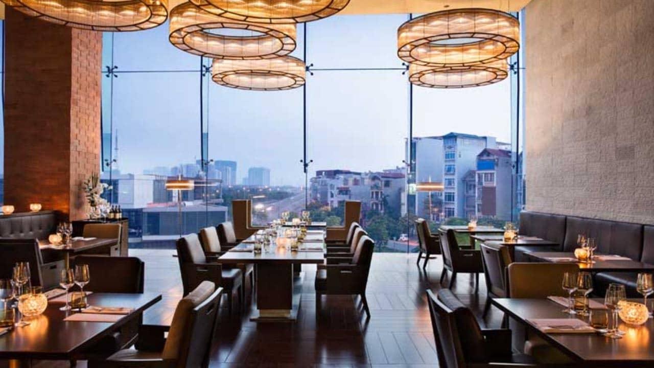 Nhà hàng French Grill được đặt tại tầng sảnh của khách sạn JW Marriott