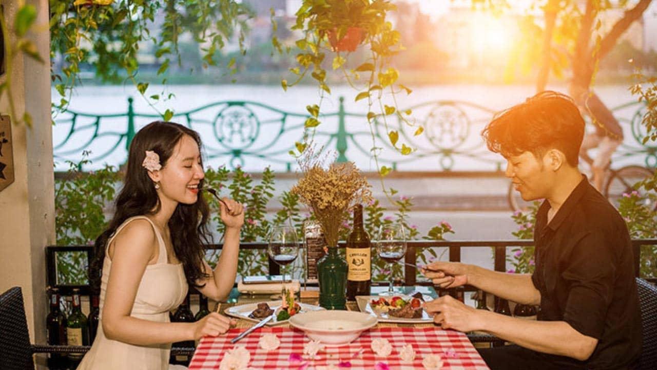 Le Jardin French Bistro là một nhà hàng Pháp ở Hà Nội nổi tiếng với không gian mở