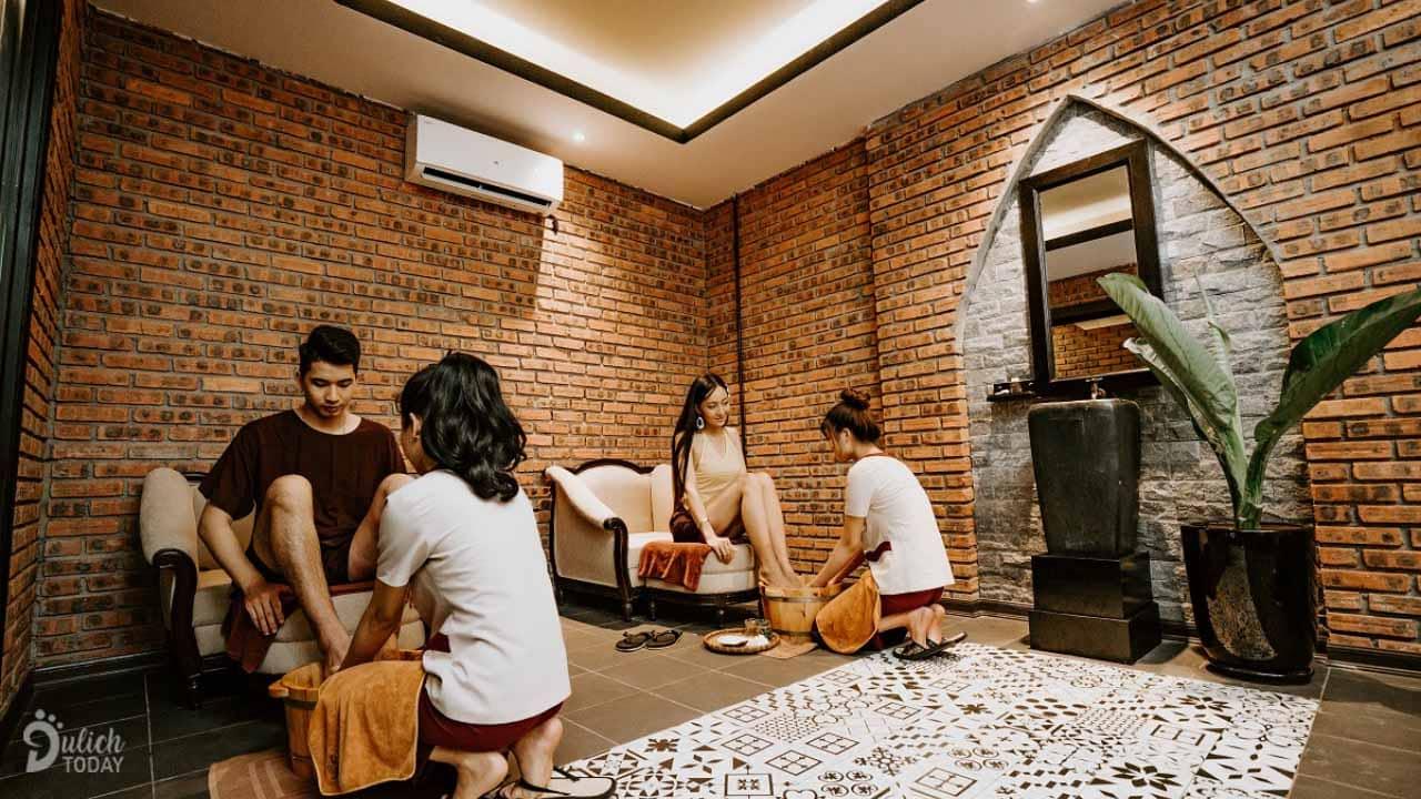 An Spa Đà Nẵng nổi tiếng với massage xông hơi và ngâm lá thuốc.