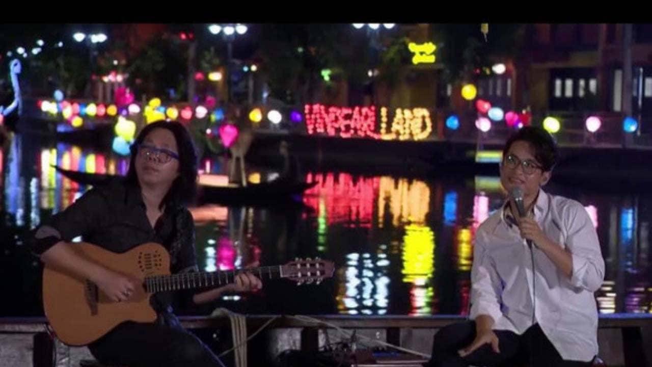 Hà Anh Tuấn ngồi hát giữa sông Hoài thơ mộng