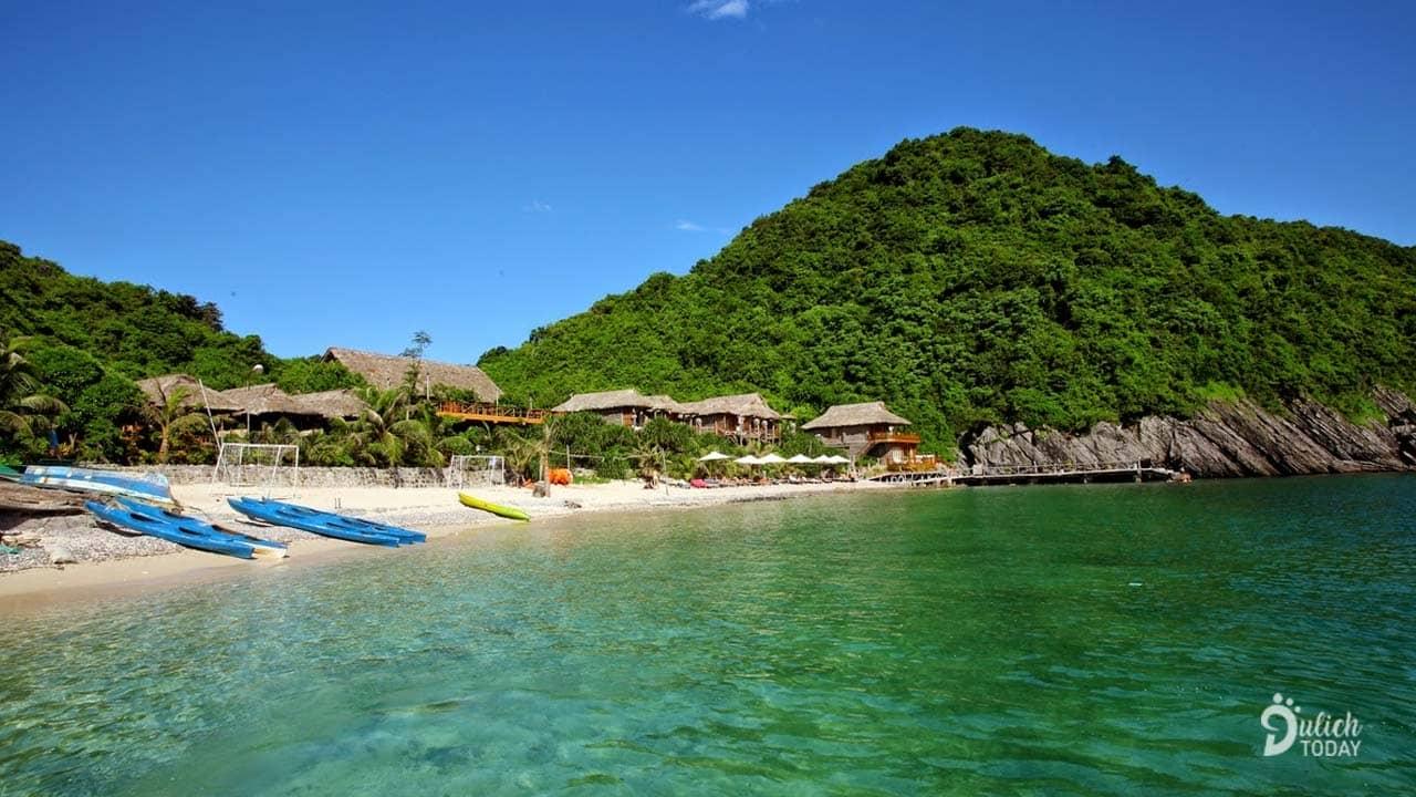 Những căn bungalow hướng biển mang đến tầm nhìn tuyệt vời ra vịnh Lan Hạ