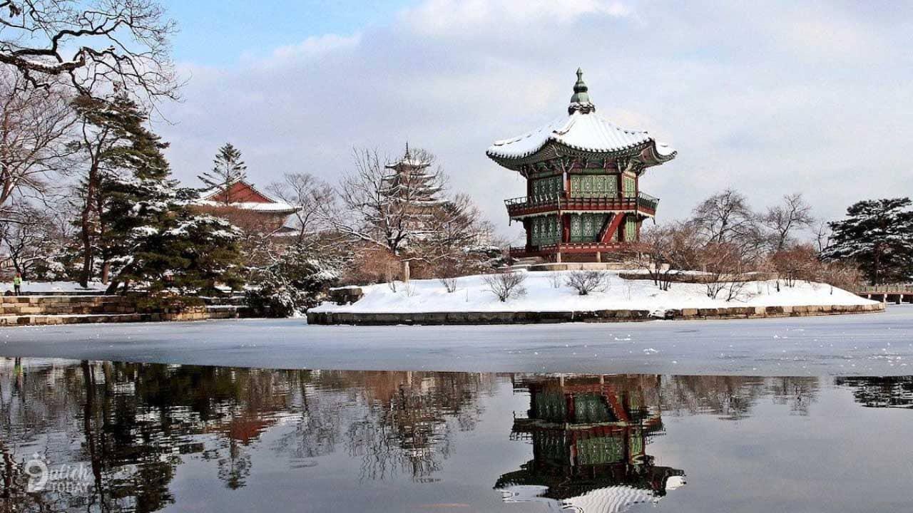 Ghé thăm Cung điện Gyeongbokgung khi tuyết rơi