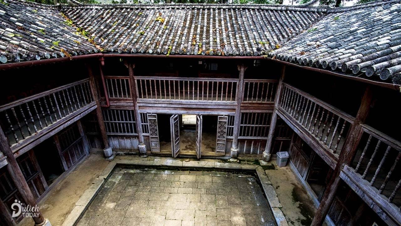 Dinh thự vua Mèo là điểm du lịch Hà Giang mang giá trị văn hóa lâu đời, không gian thâm trầm cổ xưa sẽ mang tới những bức ảnh thật đẹp cho du khách