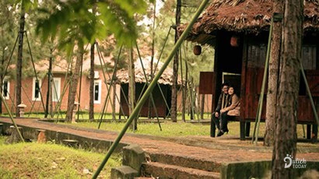 Khu nhà mái lá ở Hoàng Long Resort