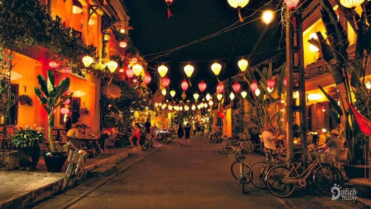 Sắc màu lung linh, huyền ảo của phố cổ Hội An khi về đêm