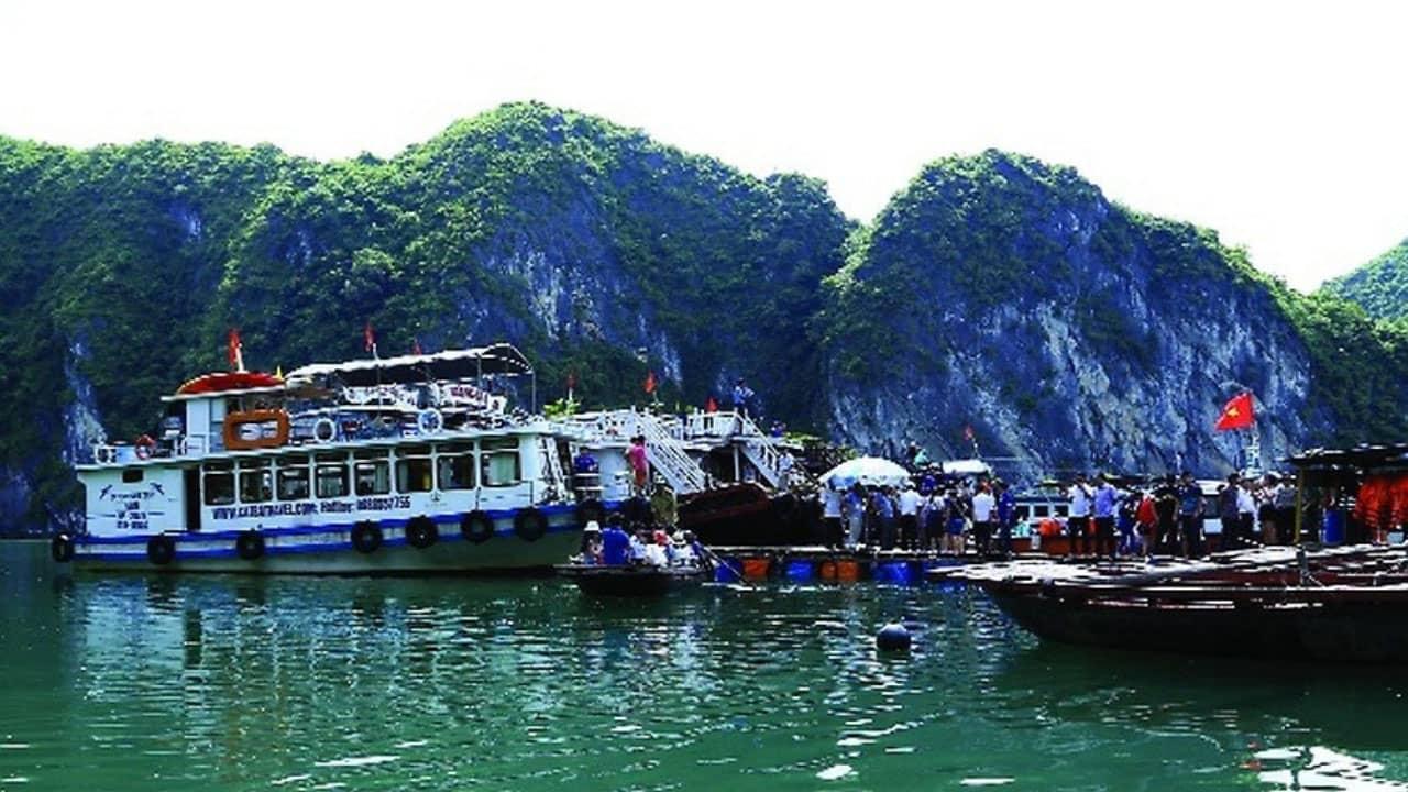 tàu thăm vịnh Lan Hạ