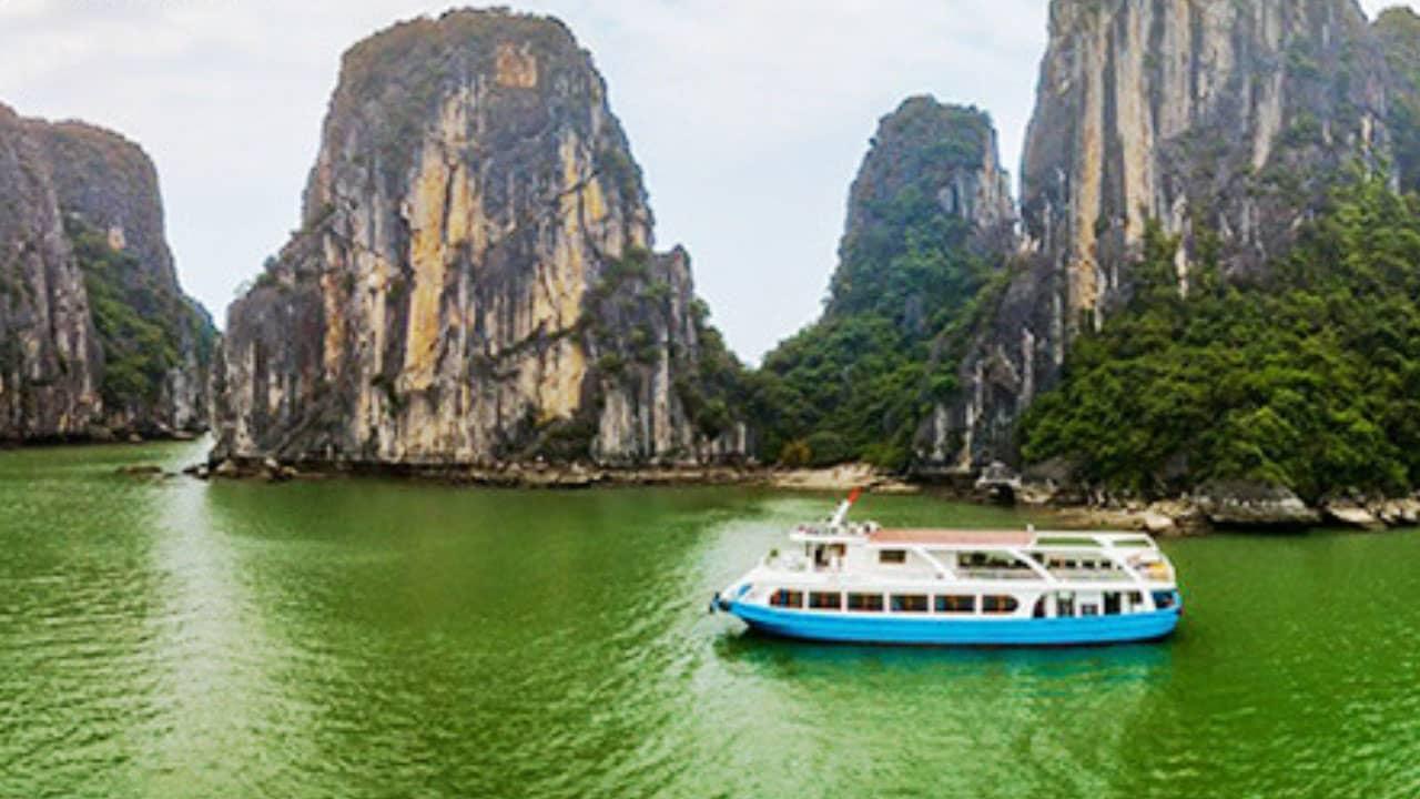 Thuê tàu là phương tiện đem đến trải nghiệm tốt nhất thăm quan Vịnh Lan Hạ: