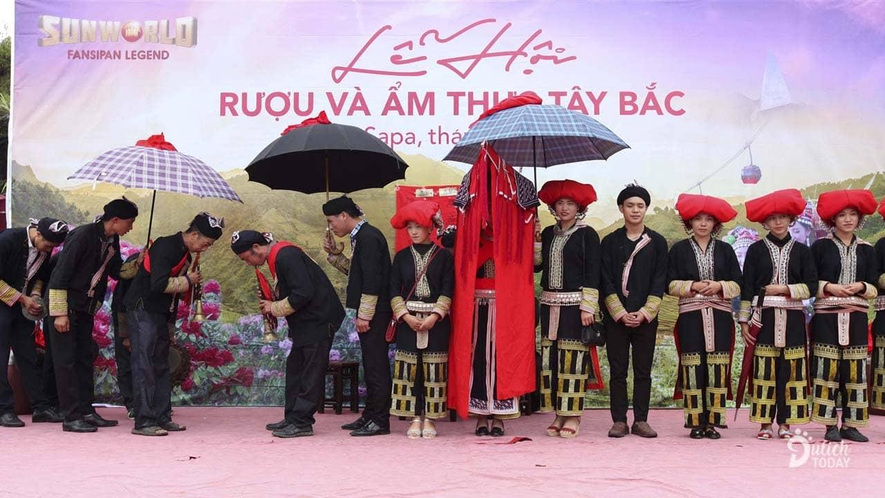Chương trình tái hiện lại đám cưới người Dao trong lễ hội Ẩm thực Tây Bắc 2019