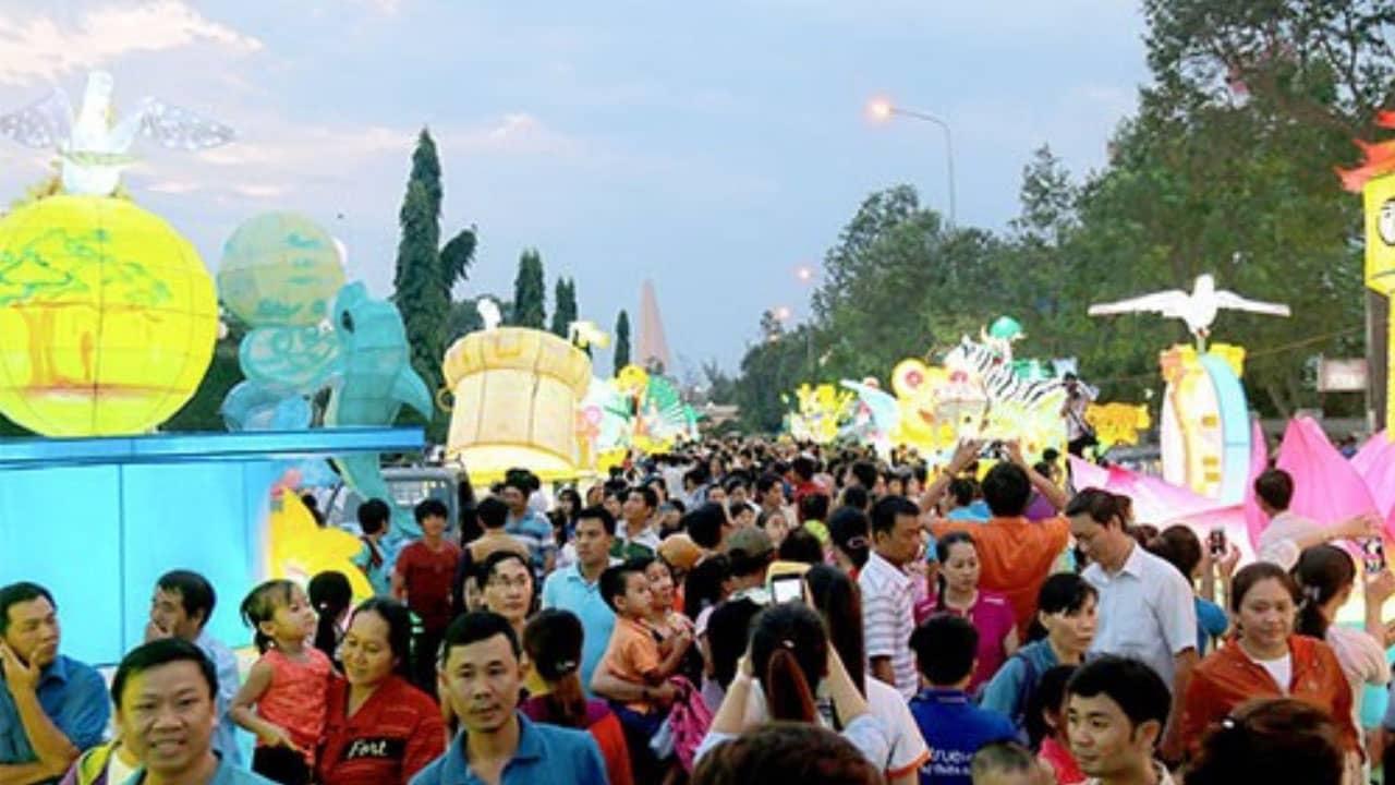 Lễ hội trung thu Hà Nội 2019 được rất nhiều trẻ em, các bạn trẻ, gia đình tham gia