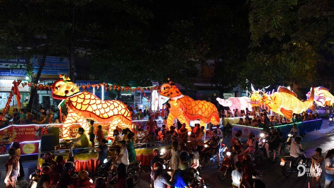 Lễ hội thành Tuyên mang đến những mô hình trung thu, diễn diễu trên các trục đường trong thành phố