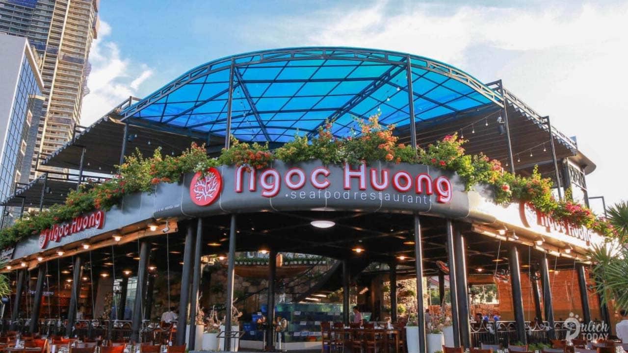 Ngọc Hương là nhà hàng hải sản Đà Nẵng được thiết kế theo phong cách hiện đại và bài trí hòa hợp giữa thiên nhiên.