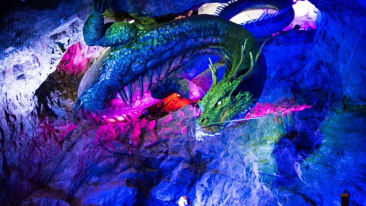Xem phim 3D được chiếu trong hang động Qwangmyeong