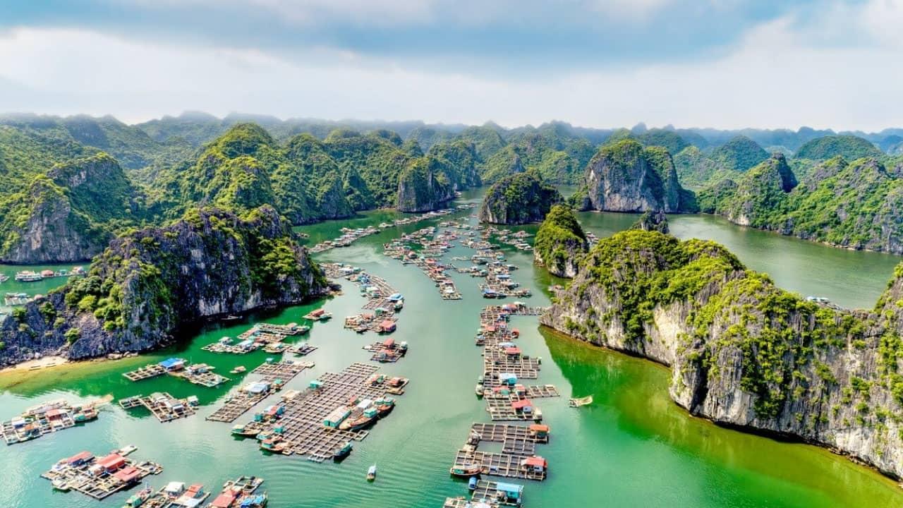 Khu vực làng chài tại vịnh Lan Hạ