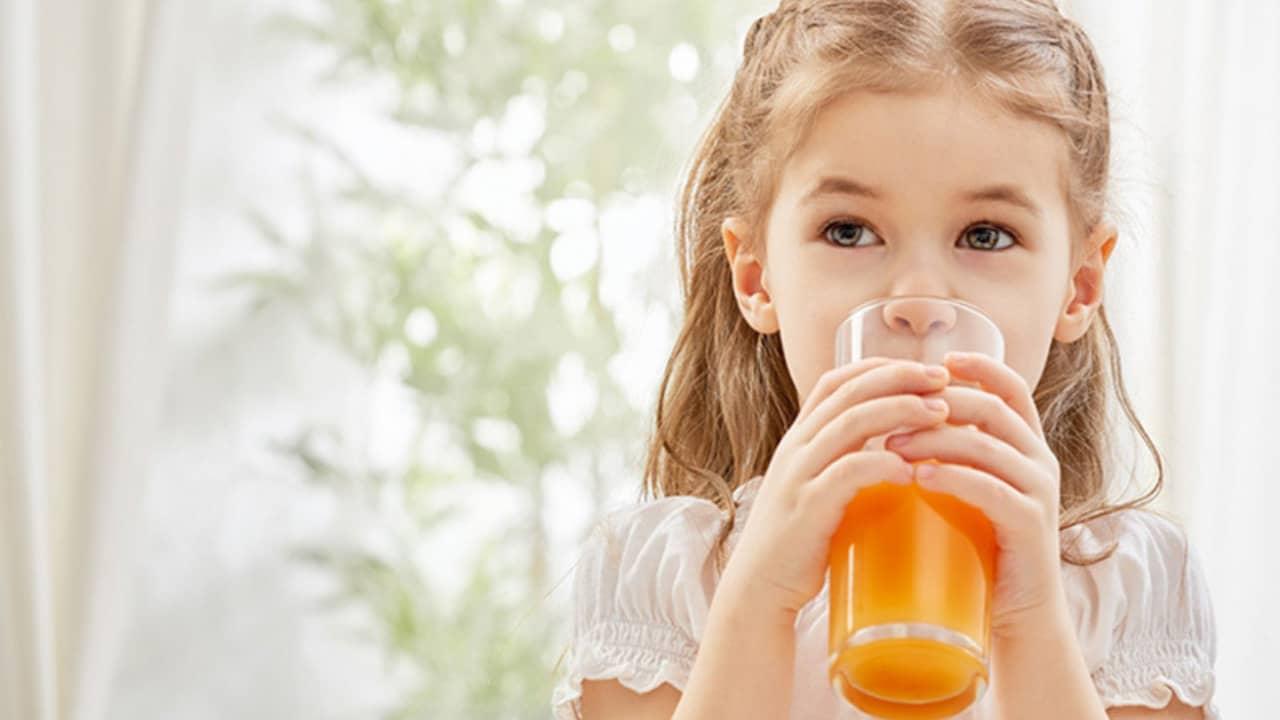 Uống nhiều nước đặc biệt là nước cam để tránh tình trạng mất nước