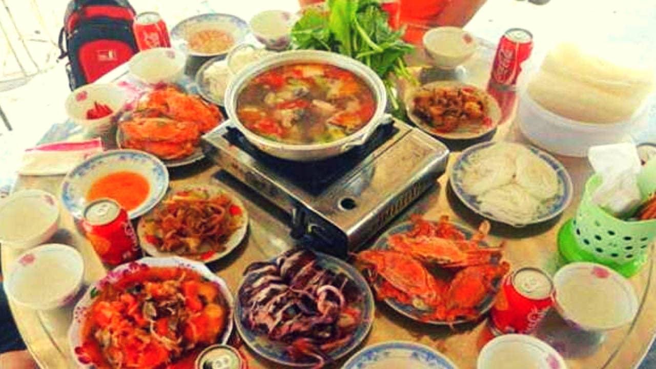 Du khách sẽ được thưởng thức nhiều đặc sản, món ăn đậm đà văn hóa của người dân bản địa