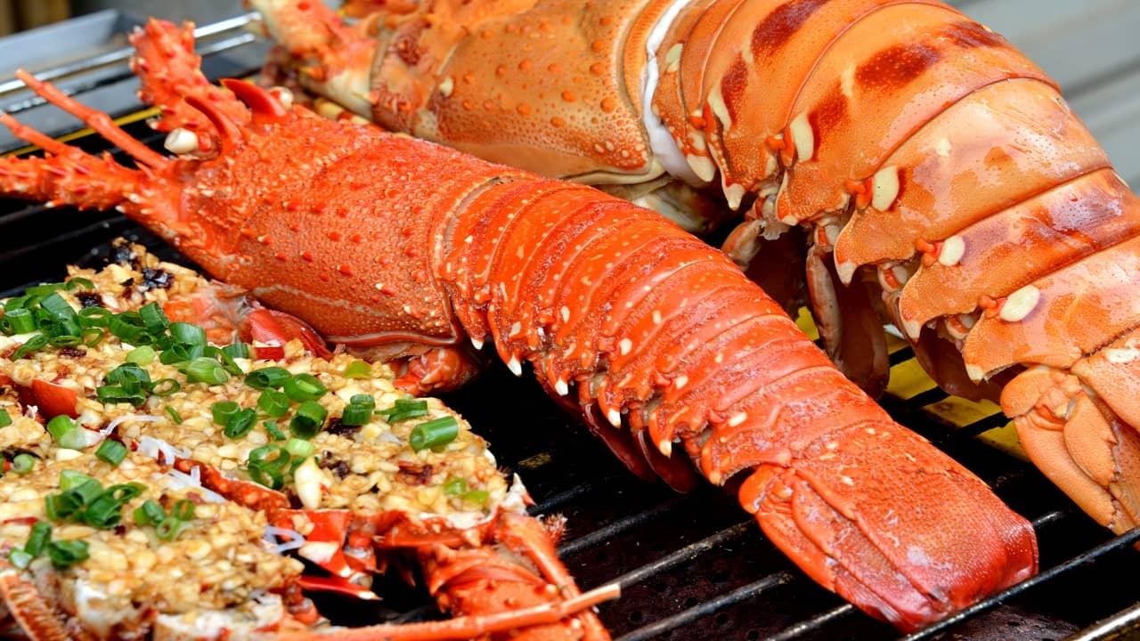 Thưởng thức tiệc BBQ hải sản hấp dẫn trên nhà Bè