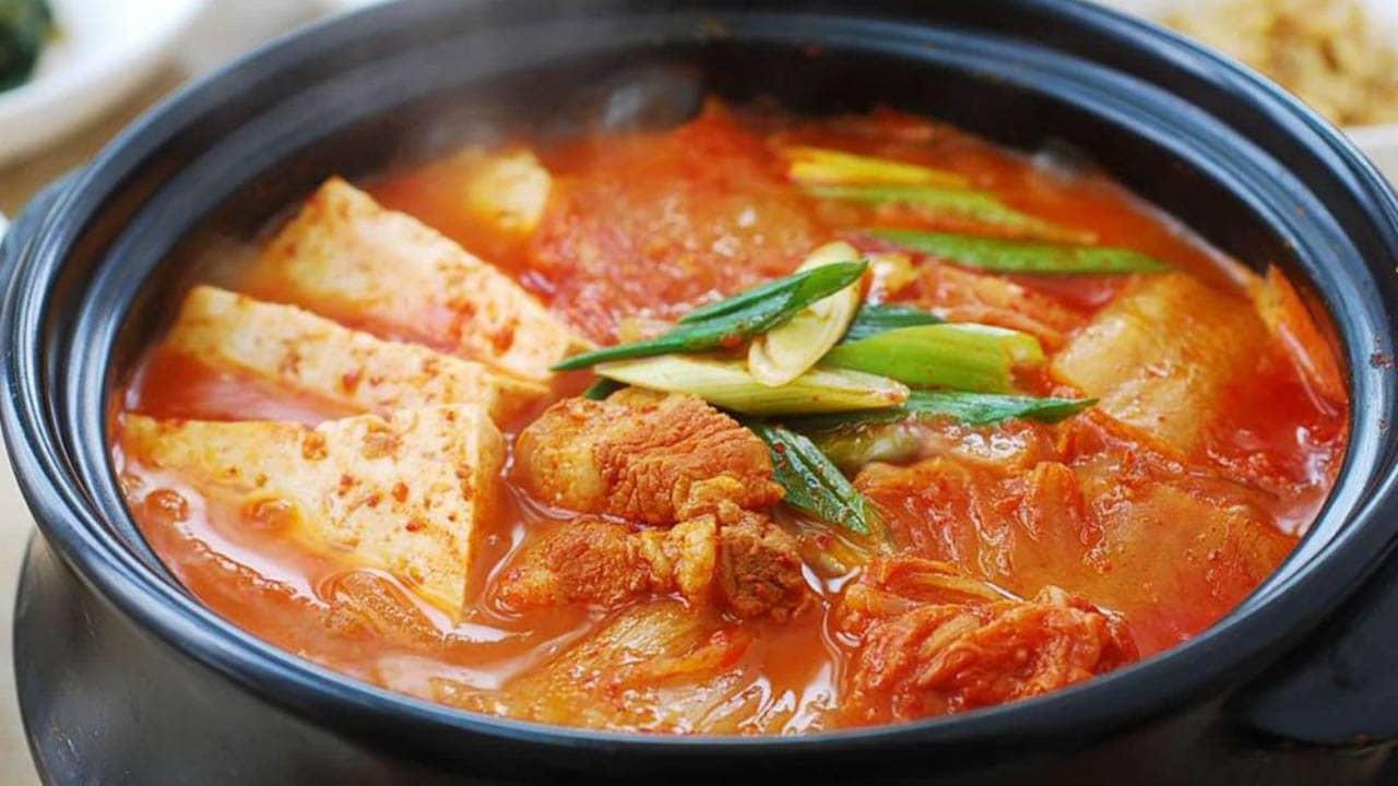 Du lịch Hàn Quốc mùa đông nên thưởng thức các món cay nồng