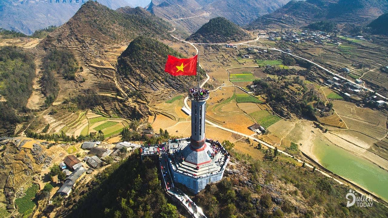 Cột cờ Lũng Cũ nơi cực Bắc Tổ quốc là một trong những điểm du lịch ở Hà Giang đáng chinh phục nhất