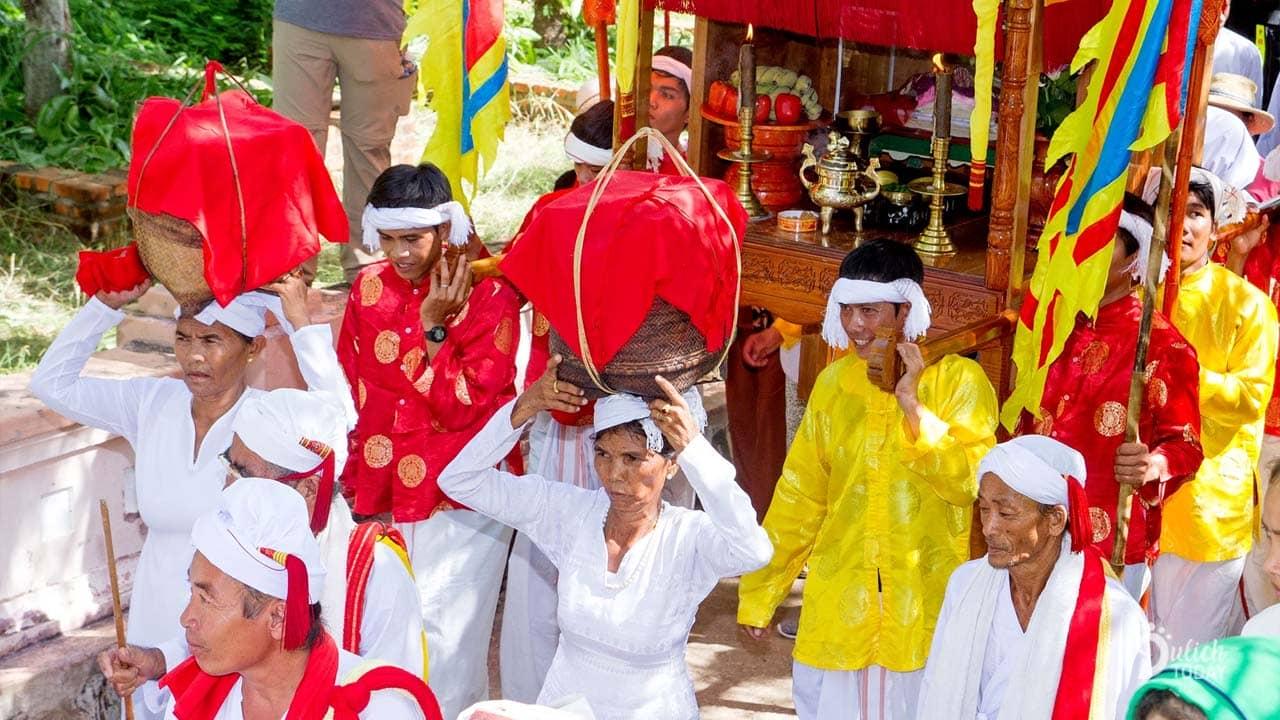 Phần lễ rước đặc sắc trong ngày lễ hội Katê